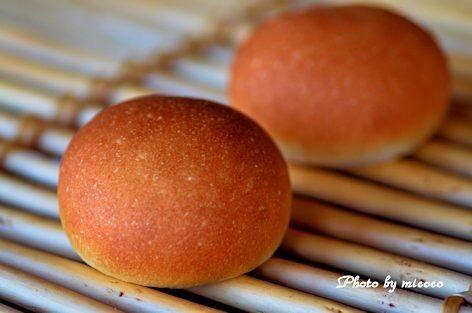ふんわり食パン@中種法の余り生地で丸パン チョコ入りです 本体の食パンですか カックカクにて封印ε   #homemade #homebaked #homebaking #bread #roundbread #chocolate #手作りパン #自家製パン #パン #丸パン #ふんわり食パン@中種法 #余り生地 #チョコレート by micoco_n