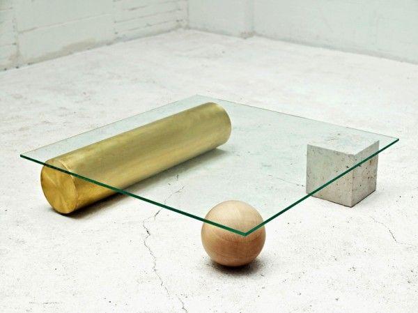 Mesa que utiliza formas únicas como elemento estabilizador, este vidrio cubierto de mesa es como una obra de arte moderna y práctica.