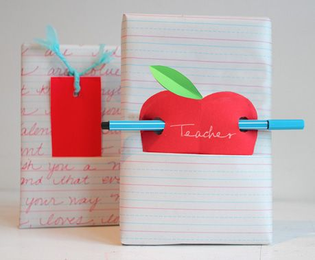 willowday: GIFT WRAP: An Apple for the Teacher: Gifts Ideas, Cute Teacher Gifts, Teacher Wraps, Apples Gifts, Gifts Wraps, Handmade Gifts, Hands Made Gifts, Wraps Gifts, Teachers