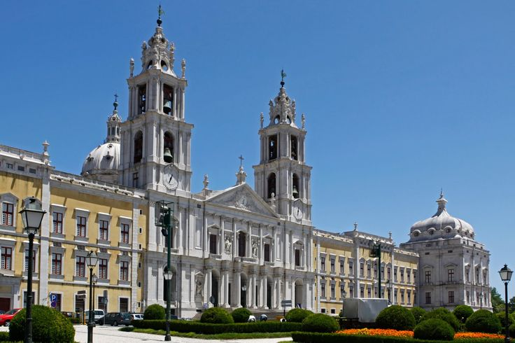 Mafra - There are many palaces in Portugal. You can find medieval, romantic and royal palaces. Also is possible to sleep in some palaces because the are now transformed in Palace Hotels. Here a list of the most beautiful palaces to go.Portugal