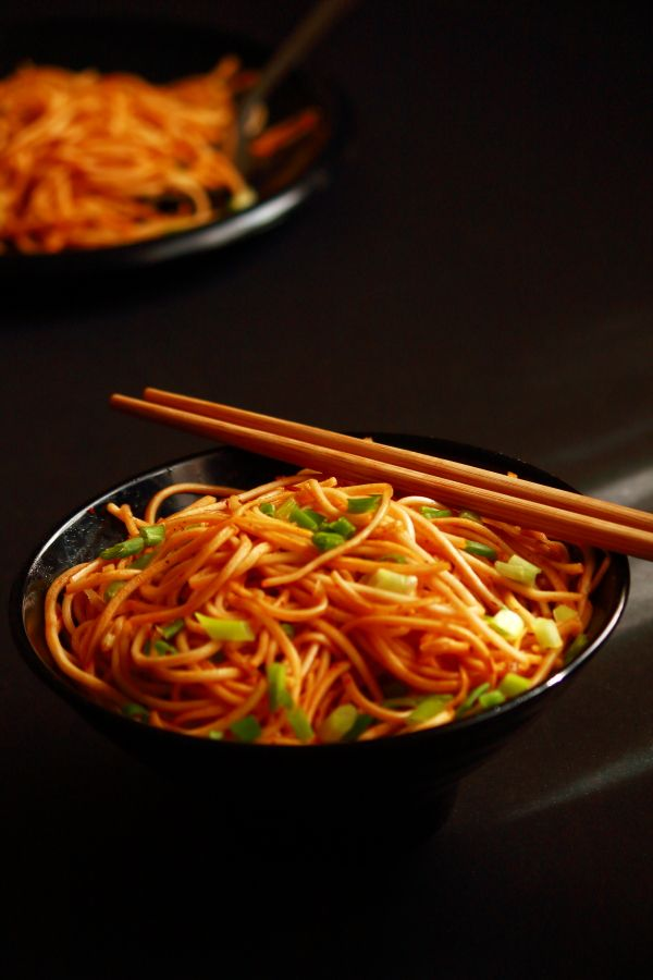 chilli garlic noodles, how to make chilli garlic noodles - a tasty and easy to make indo chinese dish. It can be made easily