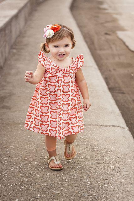 Free little girls' dress patterns. :-) Yay!