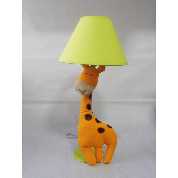 Lámpara Metálica Verde Jirafa. Encuéntralo en www.conejodetrapo.cl.