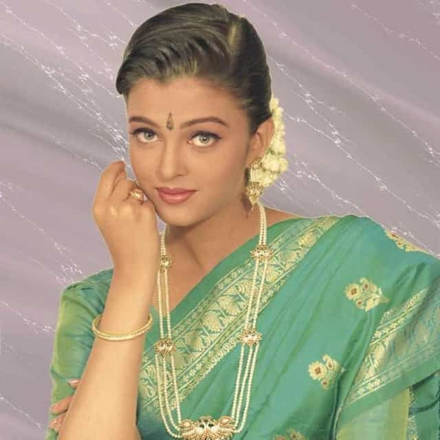 Did You Know How She Commuted To College Aishwarya Rai Photo Aishwarya Rai Bachchan Aishwarya Rai Young