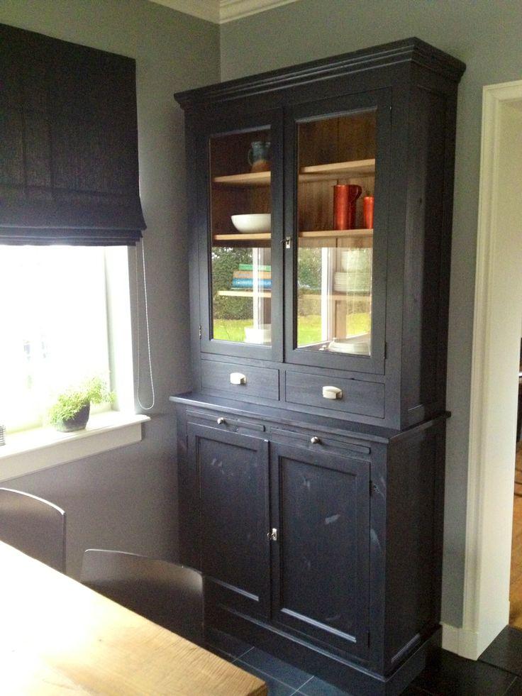 nieuwe vitrine oude stijl massief grenen in zwarte matte krijt verf