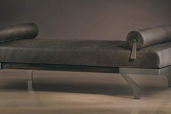 Dolce far niente Dolce far niente day bed. Size: 193 x 83 x 57h. Structure: black matt nickel or bronze.