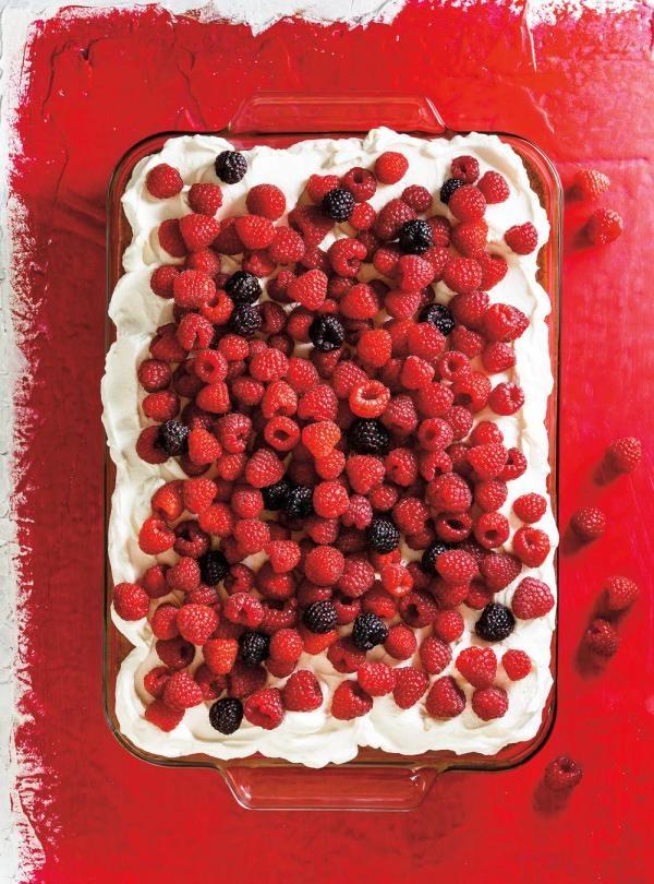 Recette de Ricardo de gâteau tres leches aux framboises (aux trois laits)