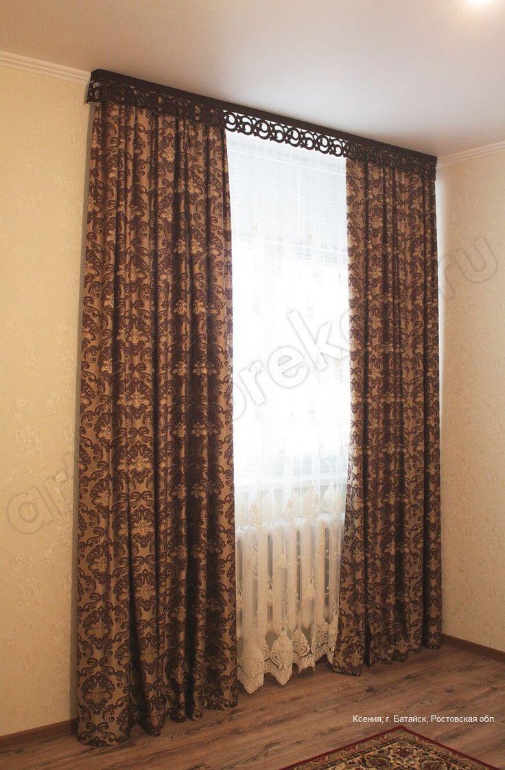 Темные шторы в гостиной
