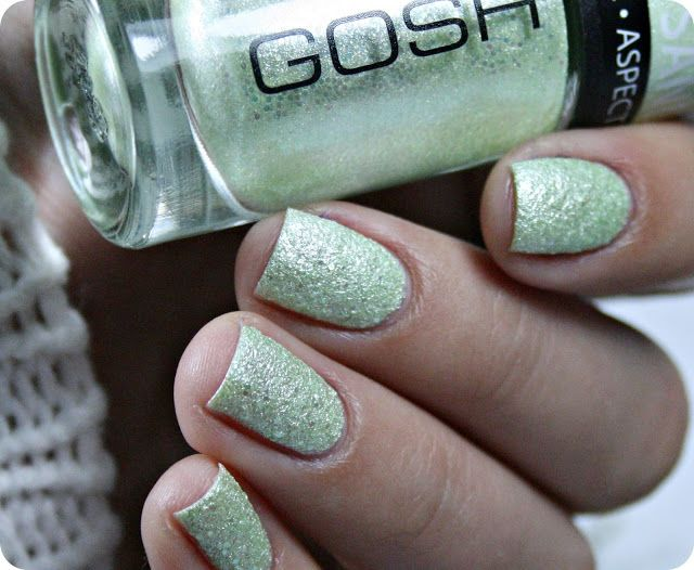 Malý koutek krásy: GOSH 008 Berry Me, 09 Frosted Soft Green & 593 Midnight Blue
