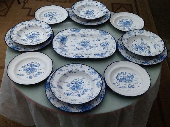 Winnie The Pooh 16 Piece Blue Toile Dinnerware Set
