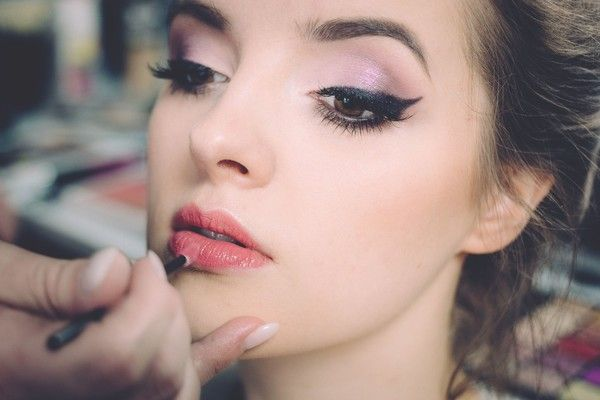 Ditch The Heavy Makeup Looks  - Beauty Trends to Ditch in 2018  - Photos
