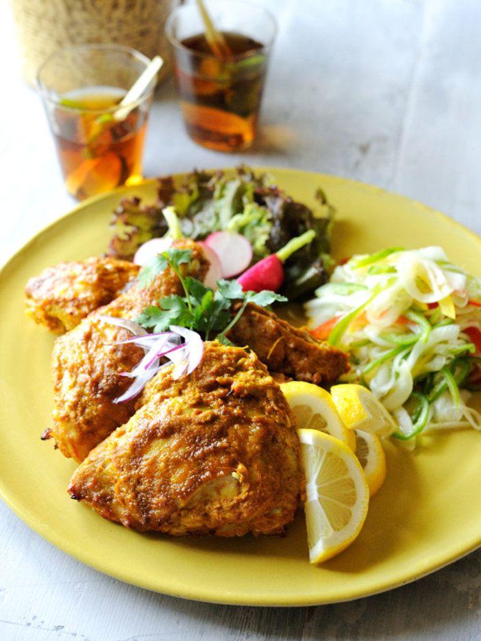 ヨーグルトに漬けると、肉が柔らかくしっとりする。漬けこんで焼くだけなのに、本格的なインドの味が楽しめる一品。|『ELLE a table』はおしゃれで簡単なレシピが満載!