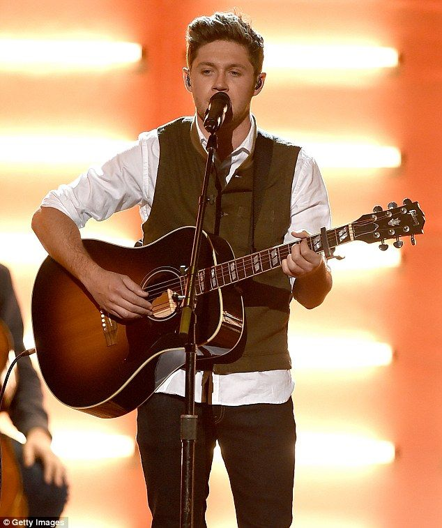 Smash hit! Niall Horan performed at the 2016 American Music Awards held at the Microsoft Theater in Los Angeles on Sunday