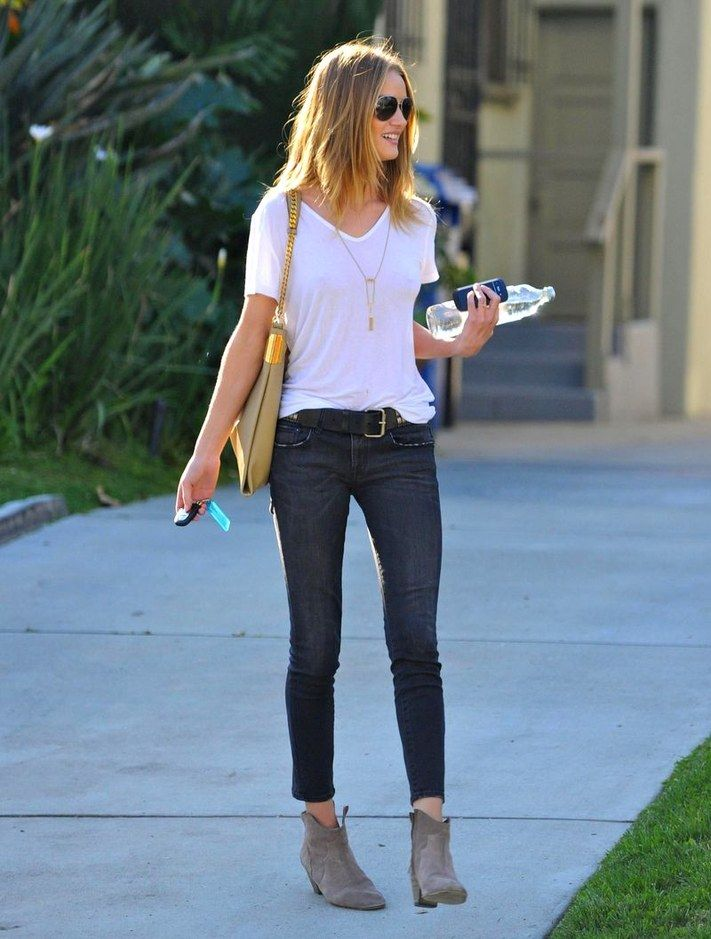 Classic jeans & tee look - Rosie Huntington-WhiteleyRosie Huntington Whiteley, Fashion, Casual Outfit, Skinny Jeans, Day Outfit, Ankle Boots, Street Style, White Shirts, Booty