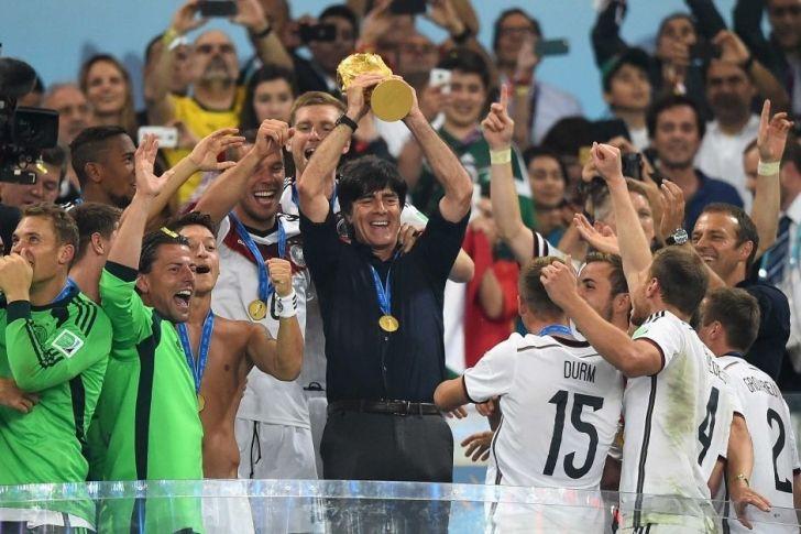 Almanya ile Dünya şampiyonluğu yaşayan Joachim Löw yılın en iyi teknik direktörü oldu.