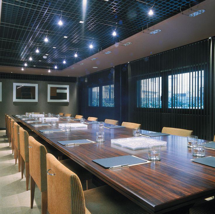 Si necesitas realizar un evento empresarial no dudes en contactar con nosotros, contamos con amplias salas de reuniones y un equipo excepcional que te ayudará con todo aquello que necesites.