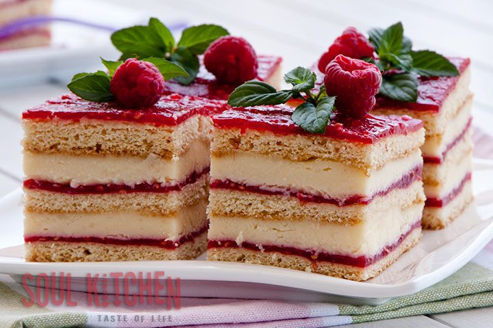 Vanilla raspberry cake (Love it! especially the presentation, for a lighter version may mess a little with the cream thou)