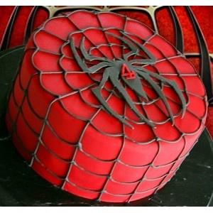 Gâteau Spiderman réalisé avec la pâte à sucre rouge Miss Popcake... les fans de l'homme araignée vont se régaler !