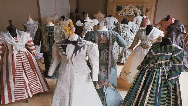 Dai tailleur di Dior agli abiti da sera di Lanvin e Poiret: arriva a Villa Necchi Camiglio la mostra del FAI 'Moda di Carta'