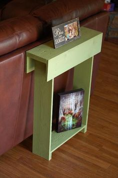 This thin side table built from a pallet would be perfect for a small house or…