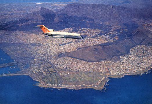 SAA 727 over Cape Town