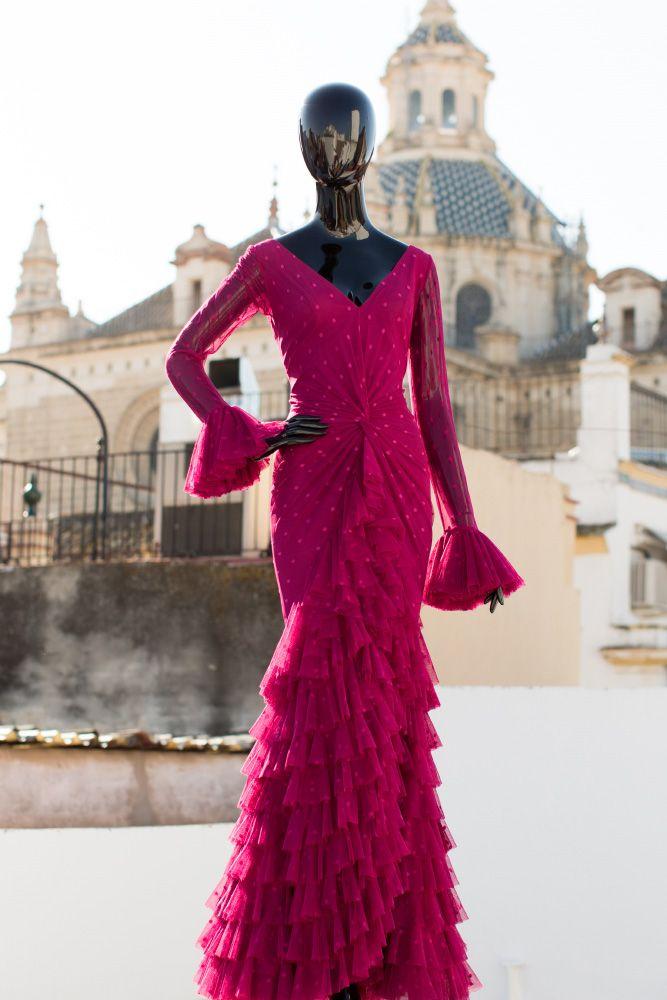 Hace ya nueve años que empecé mi carrera en el mundo de la moda… nueve años desde que decidí romper con los tópicos de la moda flamenca y plasmar mi personalidad a través de mis diseños. Ya sabéis que amo lo que hago, que siempre digo que soy muy afortunada por poder dedicarme al mundo […]