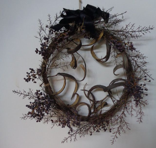 Halloween wreath from my garden https://lefotodiluisella.blogspot.it/2017/10/ghirlanda-per-halloween.html