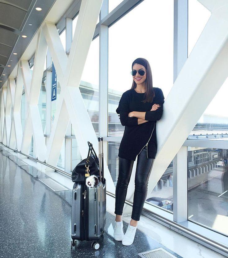62.2 тыс. отметок «Нравится», 393 комментариев — Camila Coelho (@camilacoelho) в Instagram: «Another comfy airport look!✈️ #ootd #travel --------- Look confortável pra viagem de hoje! #look…»
