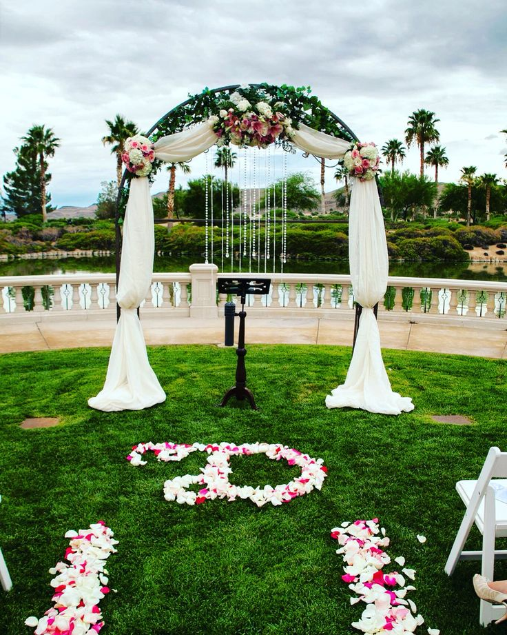 Beautiful outdoor wedding ceremony inspiration. #wedding #ceremony