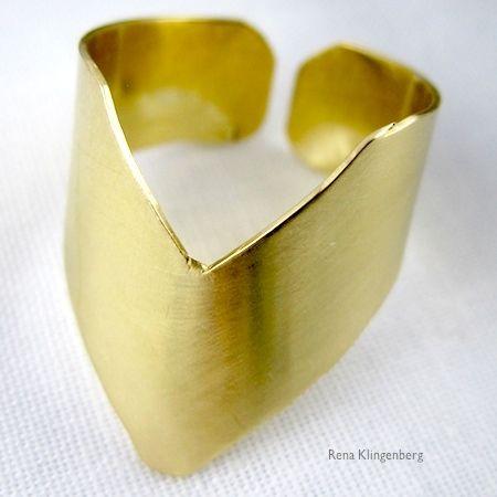 Adjustable chevron ring tutorial by Rena Klingenberg.