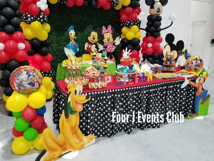 Happy Birthday. Perfect indoor party place for your event event. Have fun with you families and friends.Mikey Mouse Decoration .Lighting ,music, 4 hours , decorations and more... www.fourjeventsclub.com #fourjeventsclub #fourjparty #decoration #balloons #miami #broward #Tent #Chairs