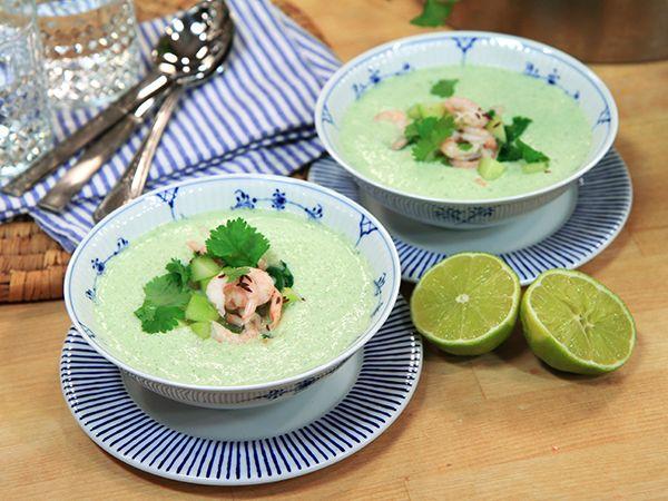 Kall gurksoppa med kokosmjölk och räkor | Recept från Köket.se