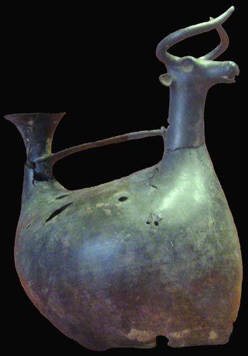Vaso askoide nuragico, Museo di Nuoro, Sardinia Bronze Age