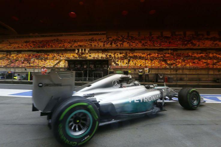 MERCEDES AMG PETRONAS erzielte beim UBS China Grand Prix 2014 den dritten Doppelsieg hintereinander und den vierten Sieg in dieser Saison insgesamt. Lewis Hamilton fuhr zu seinem dritten Saisonsieg,  während sein Teamkollege Nico Rosberg Platz zwei belegte.
