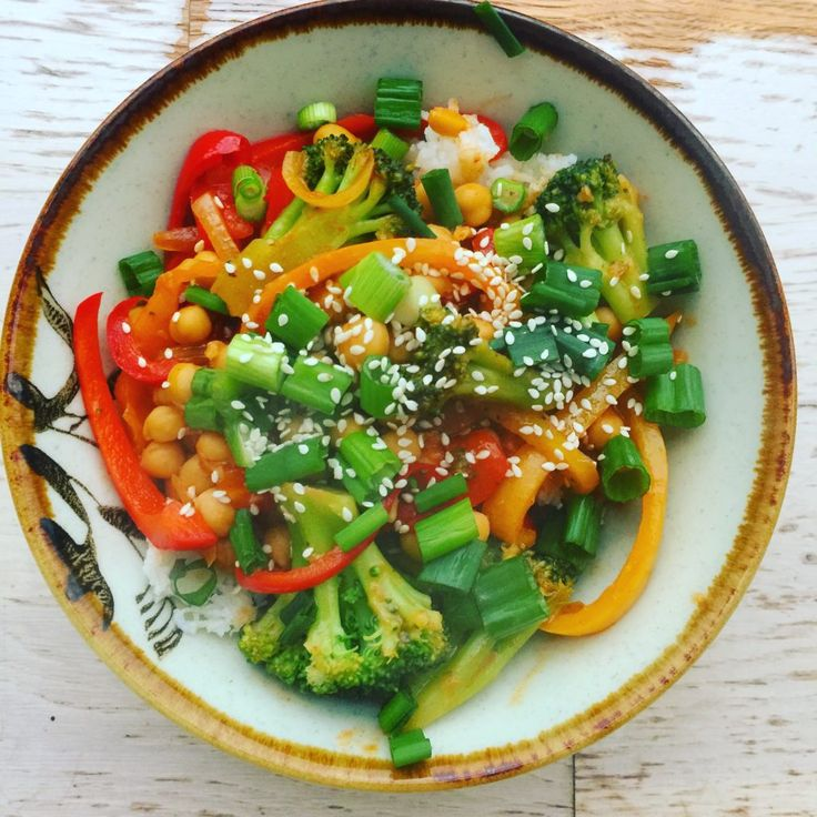 Add this favourite to your Meatless Monday routine; with just a can of chickpeas and some vegetables, this flavourful dish is quick and healthy!