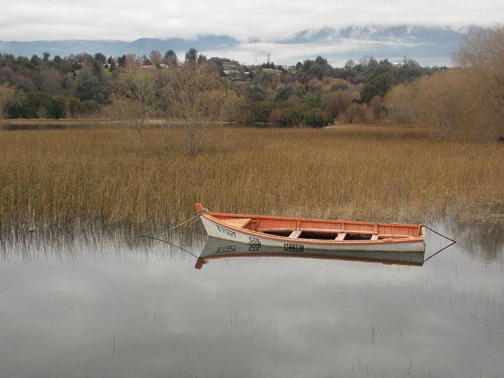 Barcaza en Huapi, Lago Ranco, Chile