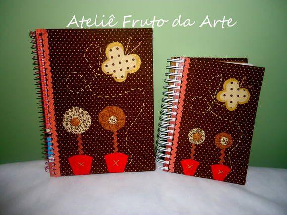 Cadernos decorados.