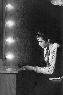 Elvis Presley zeldzame foto's - 120 Fotos | Nieuwsgierig, Grappige Foto's.........lbxxx.
