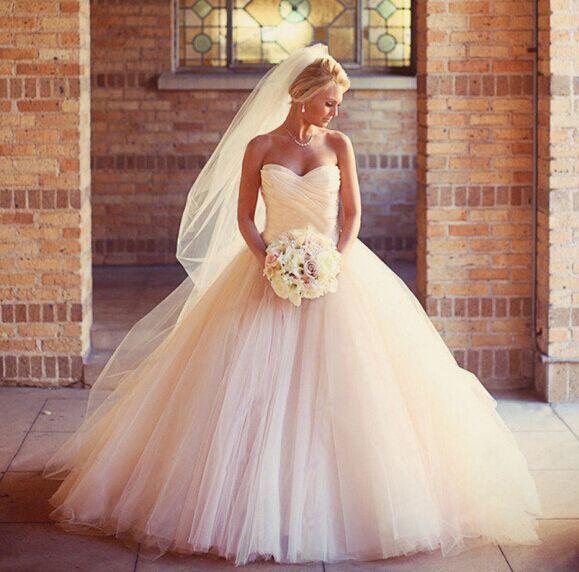Brudklänningar Hög kvalitet Luxury Sweetheart brudklänningar Puffy Bröllopsklänningar balklänning