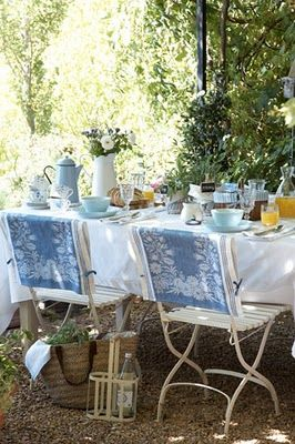 Breakfast in the garden-love the back covers on these chairs. Easily made by sewing on tiebacks of ribbon to shortened table runners or larger place mats