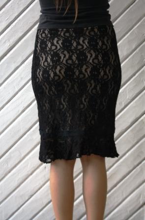 Falda de Encaje Negra