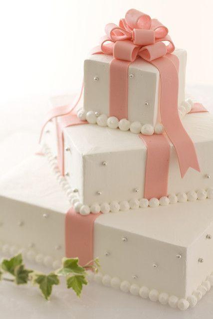 アニヴェルセル 江坂|結婚式場写真「ピンクのリボンがとても可愛いウエディングケーキ」 【みんなのウェディング】