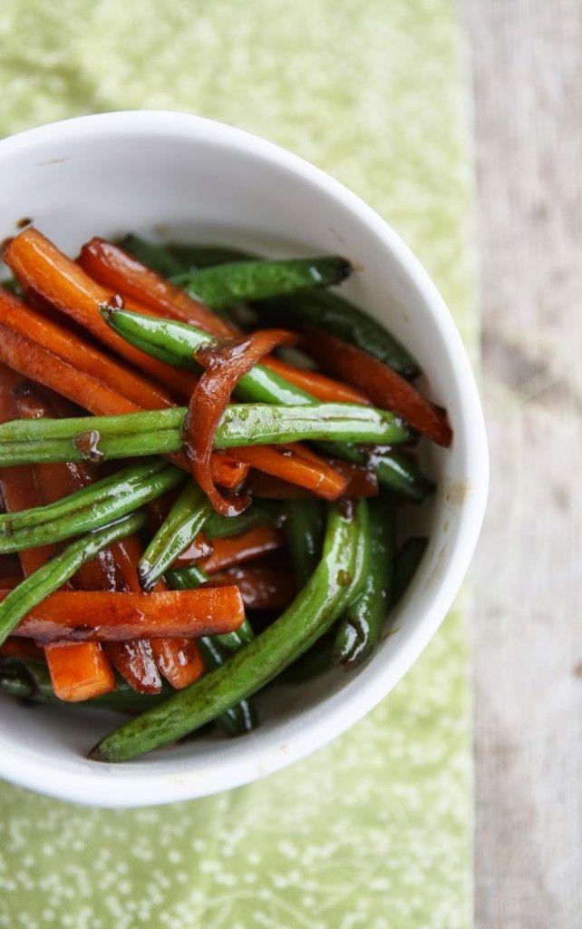 Una ricetta originale e deliziosa, anche se sono solo verdure! Semplice e veloce, per cambiare un pò dalla solita insalatina. Buono a sapersi: come verdura, potete sbizzarrirvi, per quanto mi riguarda ho scelto solo carote e fagiolini surgelati, che ho lasciato scongelare una mezz'oretta. Non avevo…