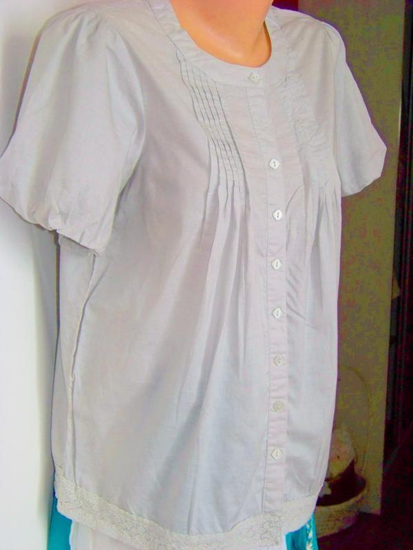 Серая хлопковая блузка с ажурной тесьмой atmosphere Atmosphere за 95 грн.