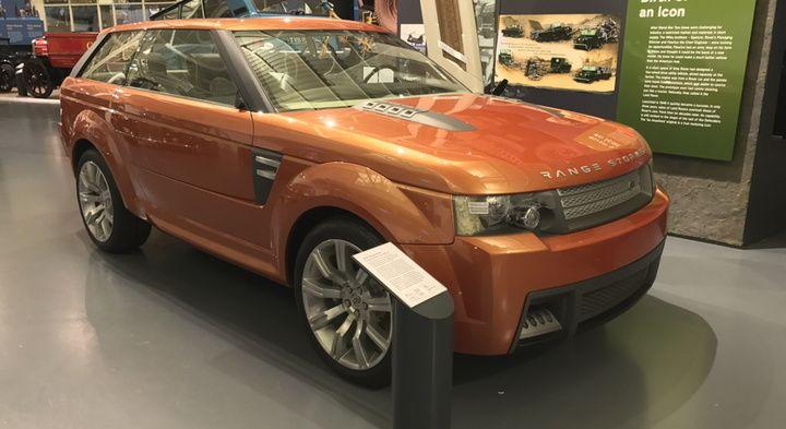 Range Stormer (2004) - De Stormer werd onthuld op de North American International Auto Show. Het was de eerste conceptcar van Land Rover die de toekomstige Range Rover Sport aankondigde. De Stormer bevatte heel wat elementen die het niet tot de Range Rover Sport schopten, zoals de spectaculaire deuropening in twee delen of het futuristische interieur.