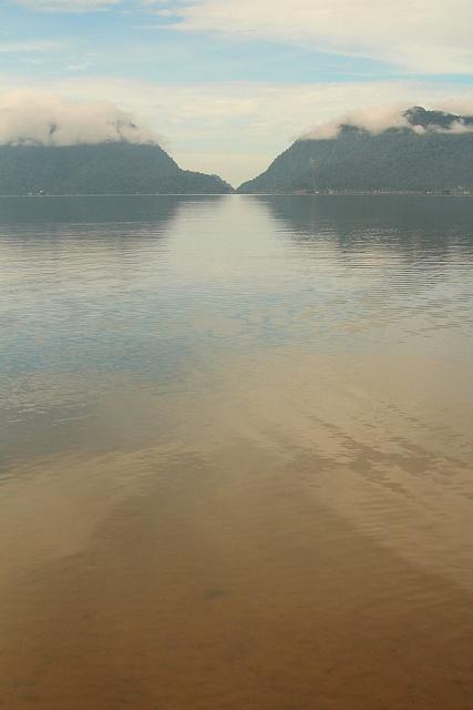 Danau Maninjau,Danau adalah sejumlah air (tawar atau asin) yang terakumulasi di suatu tempat yang cukup luas, yang dapat terjadi karena mencairnya gletser, aliran sungai, atau karena adanya mata air. Biasanya danau dapat dipakai sebagai sarana rekreasi, dan olahraga