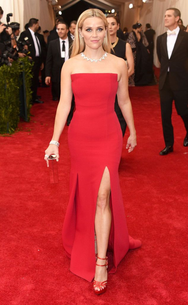 2015 Met Gala: Reese Witherspoon is wearing a red strapless Jason Wu gown with a slit. I like the simple silhouette but the color and slit are both hot! Reese is glam and elegant in red! Beautiful jewelry.
