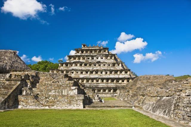 Pirámide de los Nichos en la zona arqueológica El Tajín. Veracruz.