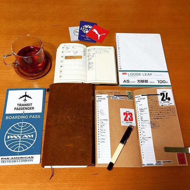 2017.04.26 ゆっくり手帳に向き合う時間がなくて バーチカルのみ書いて終わる日が 多くなってきました。 いっそのこと、バーチカルと ちょっとメモがあるリフィルでも いい気がしてきました。 でも、メモでは足りない時もあるし・・・ ・ 息子のスポーツ用品がアレやコレや いるので、出費がかさみます。 家計簿をノートからファイルに移行するため A5の方眼のルーズリーフを無印で 買おうと思ってたのに、ダイソーで買ってしまった。 でも、ダイソーでも充分ですね。 ・ #うちカフェノート部#ルイボスティー #手帳タイム#手帳時間#ノート#手帳 #トラベラーズノート#travelersnote #能率手帳ゴールド#能率手帳#nolty #おっちゃん手帳#モレスキン #万年筆#ペリカン#ペリカンm200 #ゆっくり手帳書きたいなー #家計簿もじっくりつけたい