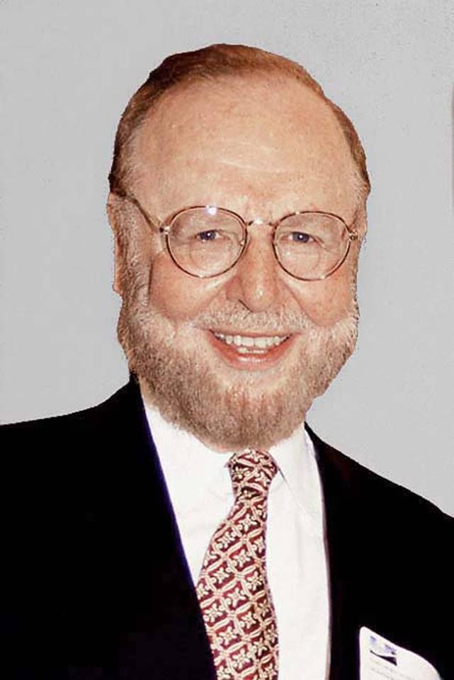 Tampa Bay Buccaneers announce that Manchester United owner Malcolm Glazer has passed away at 86.